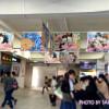 劇場版「世界一初恋 横澤隆史の場合」池袋駅東口改札上フラッグ広告